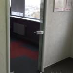 стеклянная дверь из каленого стекла