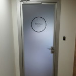 дверь анодированная: алюминий + стекло