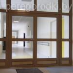 коричневые двери из алюминия